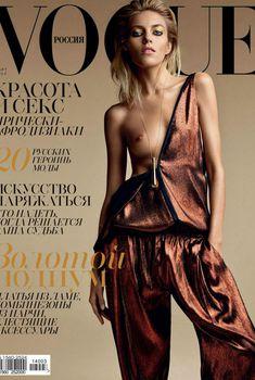 Голая грудь Ани Рубик  в журнале Vogue, Март 2014