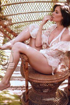 Красивая Дебора Секку в эротической фотосессии для журнала VIP, Ноябрь 2011