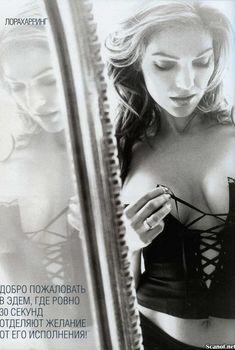 Эротичная Лаура Хэрринг  в журнале Maxim, Май 2002