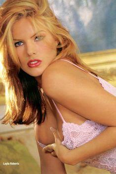 Обнаженная грудь Лайлы Робертс в журнале Playboy's Lingerie, Июль 2000