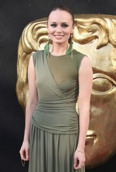 Лора Хэддок засветила сосок на Arqiva British Academy Television Awards, 2012