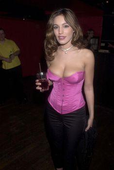 Сочное декольте Келли Брук в клубе Kabaret