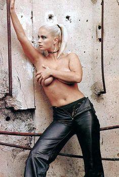 Анна Семенович без лифчика в журнале «Спoрт-клуб», 2001