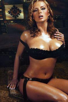 Эротичная Анна Семенович в журнале Maxim, 2005