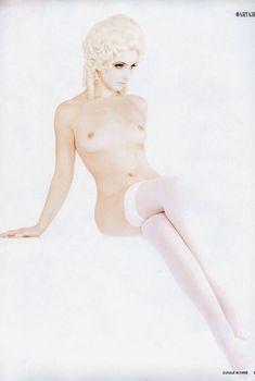Анна Снаткина показала голые сиськи в журнале «Караван историй», 2008