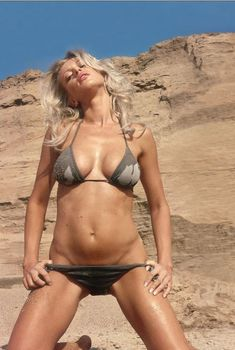 Арина Махова в купальнике для журнала FHM, 2006
