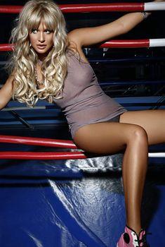 Виктория Лопырева засветила соски в журнале XXL, 2009