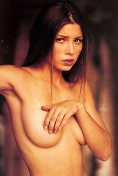 Обнаженная Джессика Бил в журнале Gear, 2000