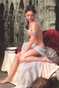 Елена Захарова разделась в журнале «Караван историй»