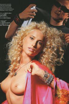 Голые сиськи Марики в журнале Playboy, 2005