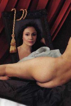 Голая попа Марии Бутырской в журнале «Караван историй»