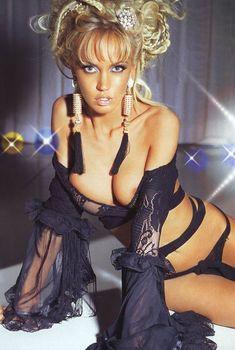 Сочная грудь Маши Малиновской в журнале «Максим», 2005