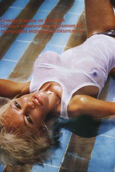 Маша Малиновская засветила грудь в журнале FHM, 2005