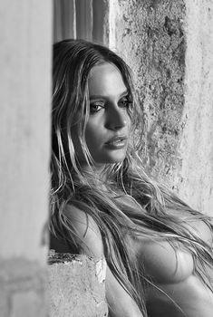 Обнаженная Наталья Рудова в журнале Maxim, 2013