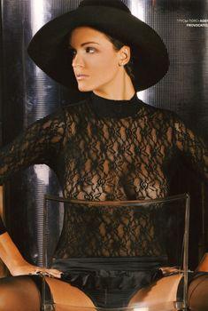 Певица Слава засветила сиськи в журнале «Пингвин», 2007