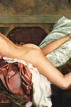 Голая попа Эвелины Блёданс в журнале «Караван историй», 2007