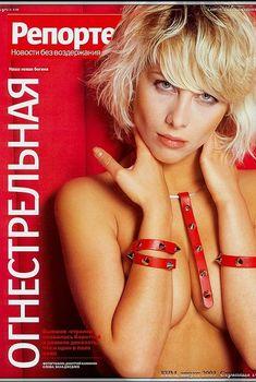 Горячая Юлия Беретта в журнале FHM, 2003