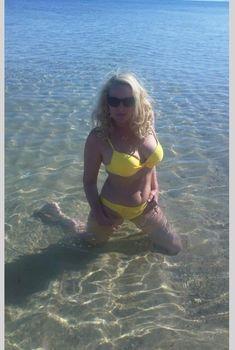 Елена Кондулайнен в купальнике на отдыхе в Тунисе, 2010