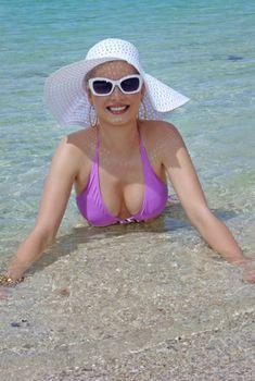 Пышногрудая Елена Ленина в купальнике в Индийском океане, 2013