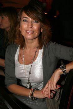 Жанна Фриске без лифчика в майке