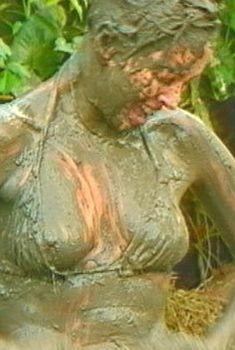 Эротические фото Жанны Фриске из шоу «Последний герой 4 - Конец игры», 2003