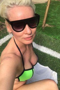 Жанна Эппле в купальнике, 02.05.2017