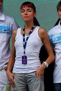 Ирена Понарошку без лифчика на фестивале