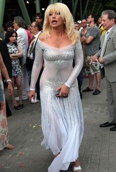 Ирина Аллегрова в обтягивающем платье на фестивале «Новая Волна», 2013