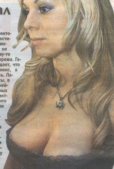 Ирина Салтыкова засветила грудь на страницах газеты