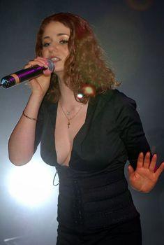 Открытое декольте Лены Катиной на концерте в «G-A-Y», 28.01.2006