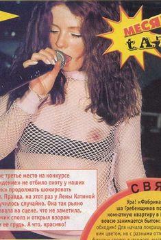 Лена Катина засветила сиську на сцене