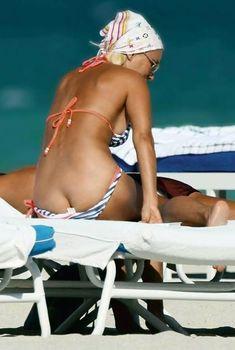 Лера Кудрявцева  засветила попу на пляже