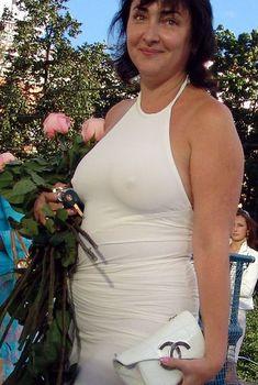 Крупные соски Лолиты Милявской под платьем