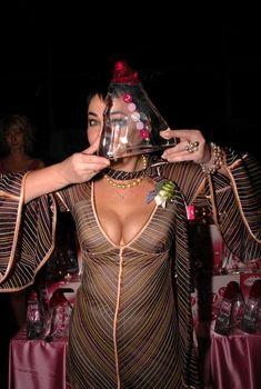 Глубокое декольте Лолиты Милявской на награждении, 2006