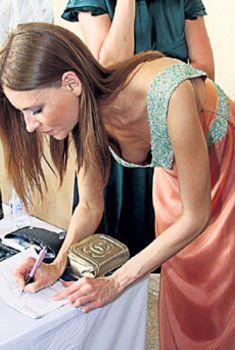 Сексуальная Любовь Толкалина засветила грудь на кинофестивале «Кинотавр», 2009