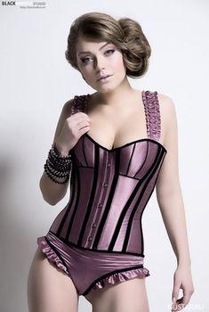 Оксана Почепа в эротическом белье