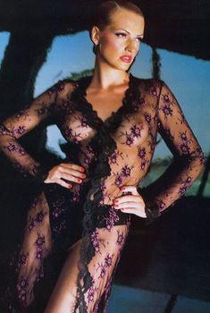 Ольга Родионова засветила голую грудь в FHM, Октябрь 2012