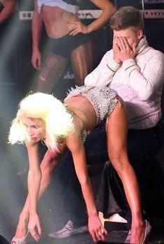 Светлана Лобода танцует стриптиз для фаната, 2013