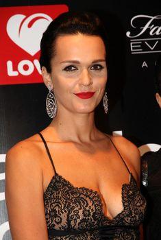 Откровенное декольте Славы на премии Fashion People Awards, 2013