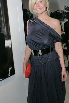Татьяна Арно без бюстгальтера в платье