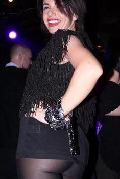 Юлия Волкова засветила попку в коротком платье, 2010