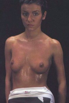 Юлии Волковой показала голую грудь для Show me love