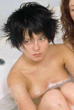 Юлия Волкова в ванне