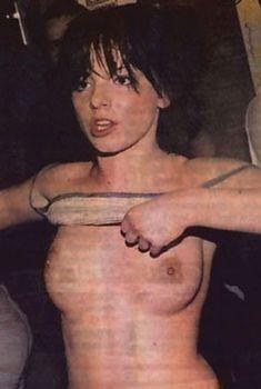 Юлия Волкова показывает голые сиськи