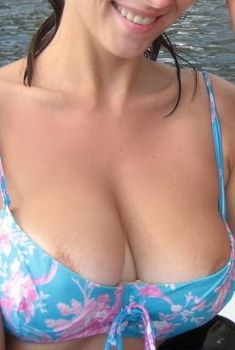 Юлия Зимина засветила соски на Мальдивах