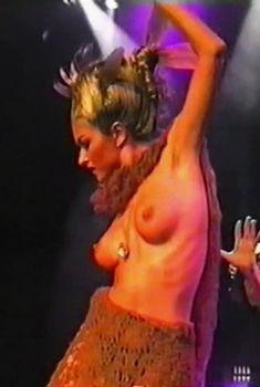 Юлия Такшина топлесс танцует стриптиз