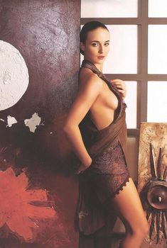 Сексуальная Анна Снаткина в эротическом нижнем белье