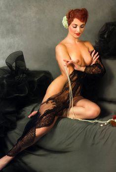 Голая грудь Анны Снаткиной в журнале «Караван историй», Декабрь 2007