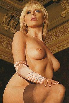 Анна Чурина показала голую грудь в журнале Playboy, Апрель 2006