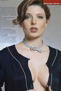Эмилия Спивак оголила грудь для «ПИНГВИН», Декабрь 2005